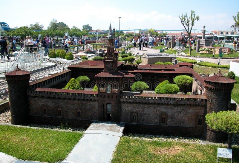 Fortaleza de Milán en el parque temático 'Italia en la miniatura 'Italia en el miniatura Viserba, Rímini, Italia foto de archivo