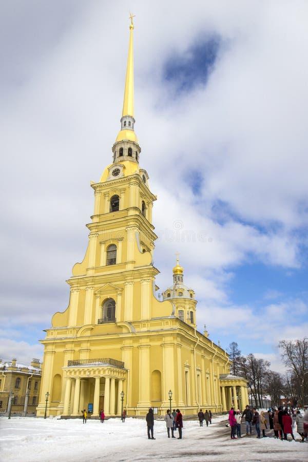 Fortaleza de Peter y de Paul Campanario de Petropavlovskaya Krepost Peter y de Paul Cathedral, St Petersburg, Rusia fotos de archivo