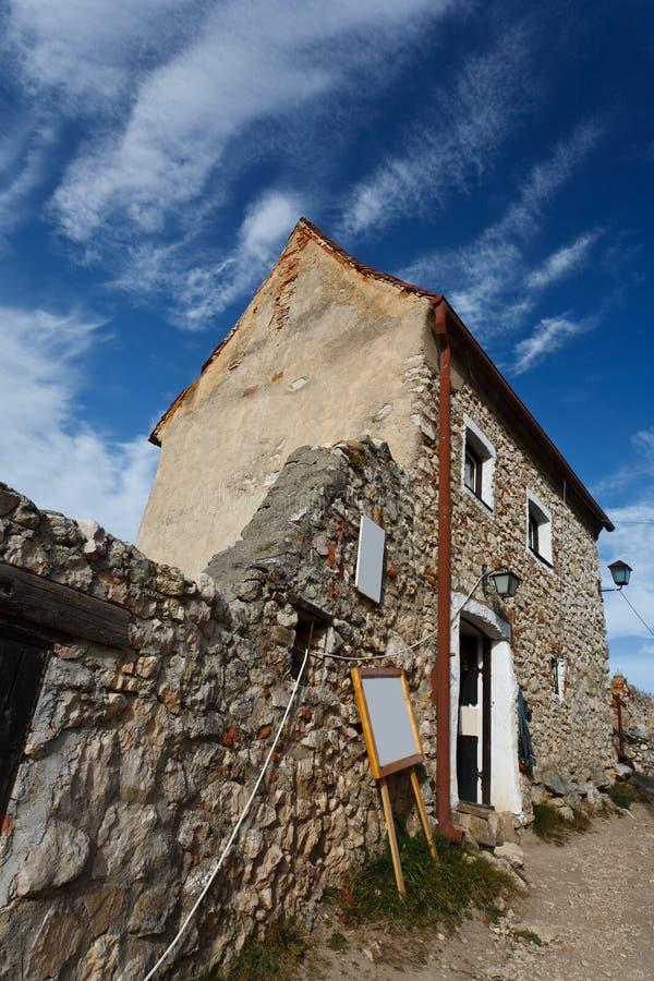 Fortaleza de Rasnov em Romania imagem de stock