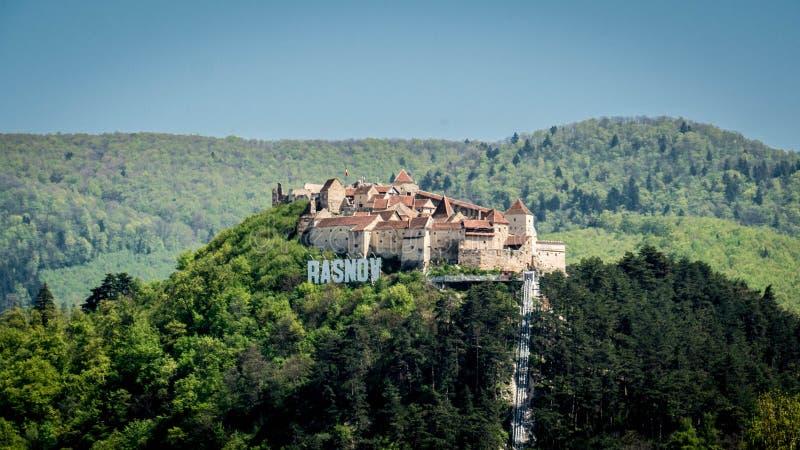 A fortaleza de Rasnov, Romênia fotos de stock