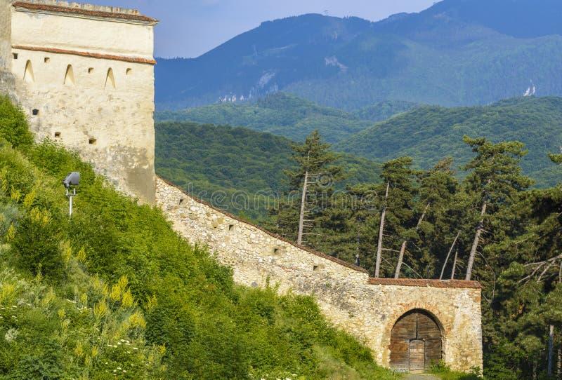 Fortaleza de Rasnov, ruínas das paredes fotos de stock royalty free