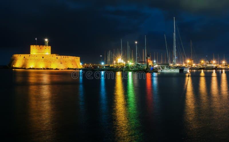 Fortaleza de São Nicolau na noite rhodes Greece imagem de stock