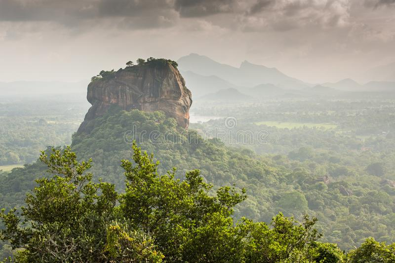 Fortaleza de Sigiriya Lion Rock, vista de Pidurangala, Sri Lanka fotos de stock royalty free