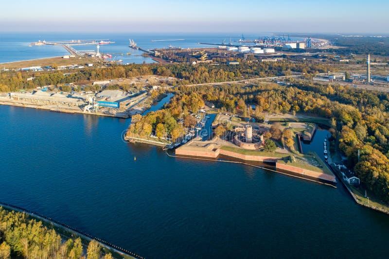 Fortaleza de Wisloujscie e porto do Norther em Gdansk, Pol?nia fotos de stock