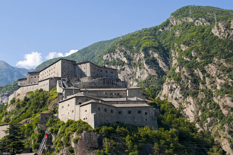 Fortaleza del bardo (Aosta, Italia) fotografía de archivo