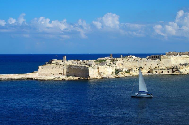 Fortaleza del ` s de Malta, nave, banco de agua imagenes de archivo