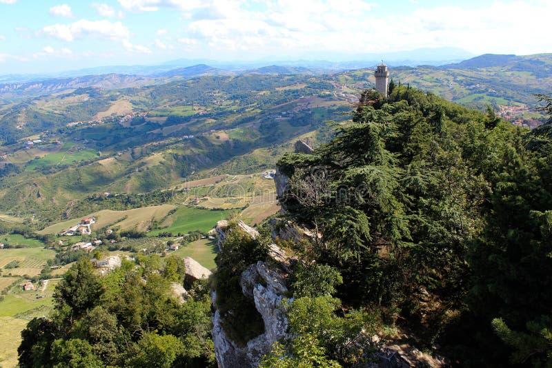 Fortaleza en montañas imagen de archivo