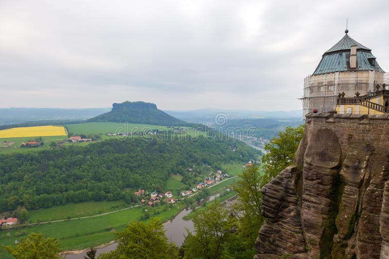 Fortaleza Konigstein Vista a Elbe River da fortaleza de Konigstein em Alemanha foto de stock