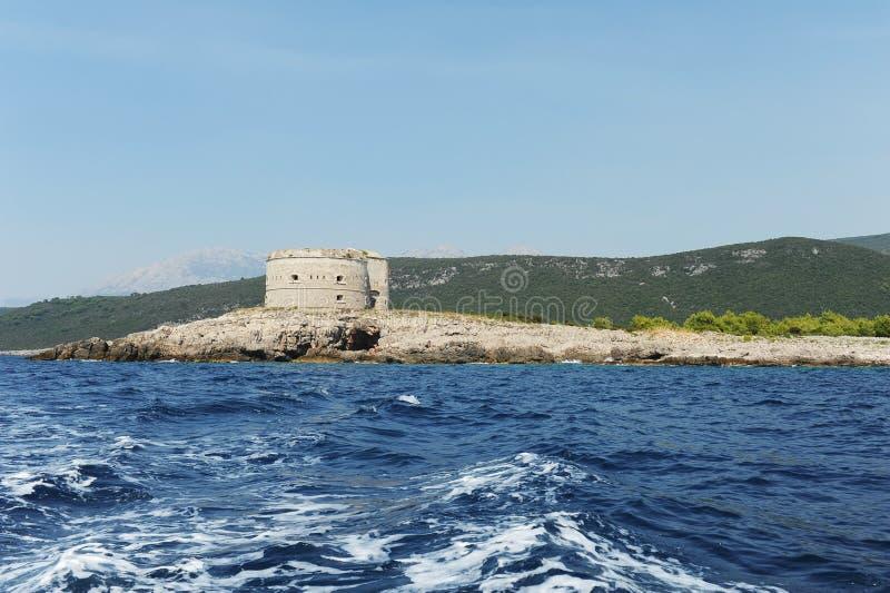 Fortaleza Mamula en la bahía de Boka en el mar adriático fotografía de archivo
