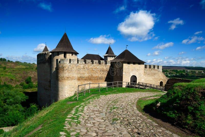 Fortaleza medieval de Khotyn no rio Dniester em Ucr?nia imagens de stock royalty free