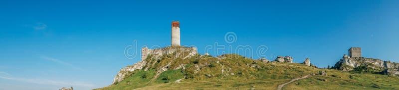 Fortaleza medieval do castelo de Olsztyn na região de Jura foto de stock royalty free