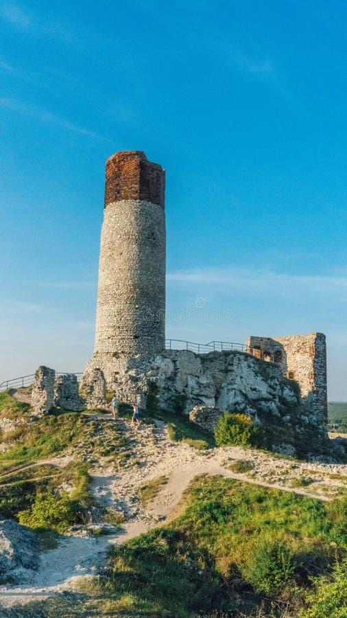 Fortaleza medieval do castelo de Olsztyn na região de Jura imagem de stock