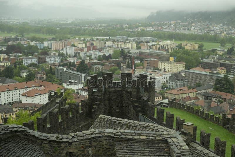 Fortaleza medieval en Bellizona, Suiza imagen de archivo
