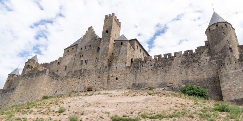 Fortaleza medieval francesa Carcassonne na lista da UNESCO de locais do patrimônio mundial no cabeçalho de modelo de banner da we fotografia de stock royalty free