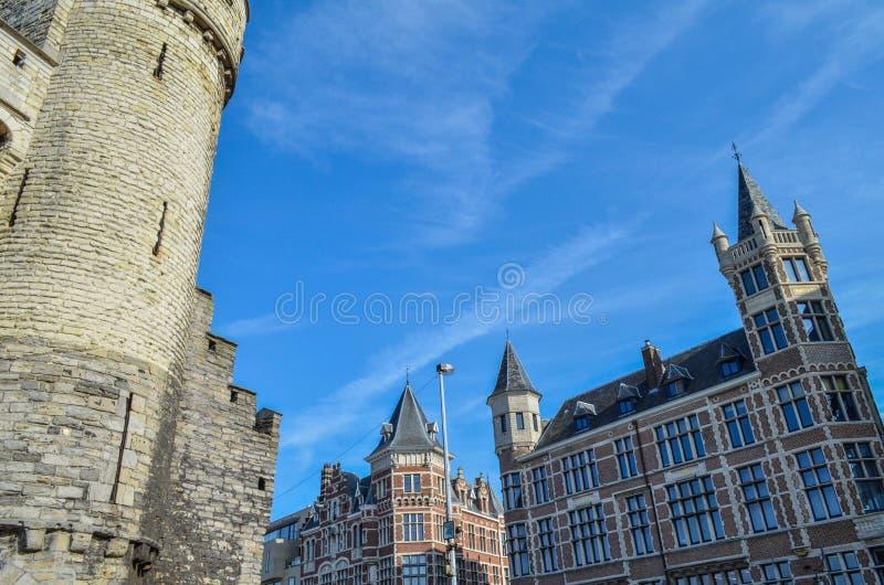 Fortaleza medieval grande en Amberes, Bélgica imagen de archivo