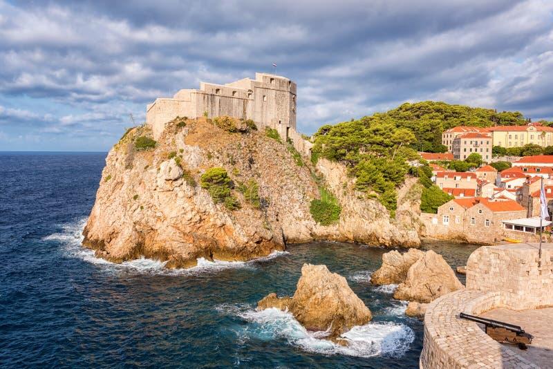 Fortaleza medieval Lovrijenac, visión famosa escénica, Croacia de la ciudad vieja de Dubrovnik fotografía de archivo libre de regalías