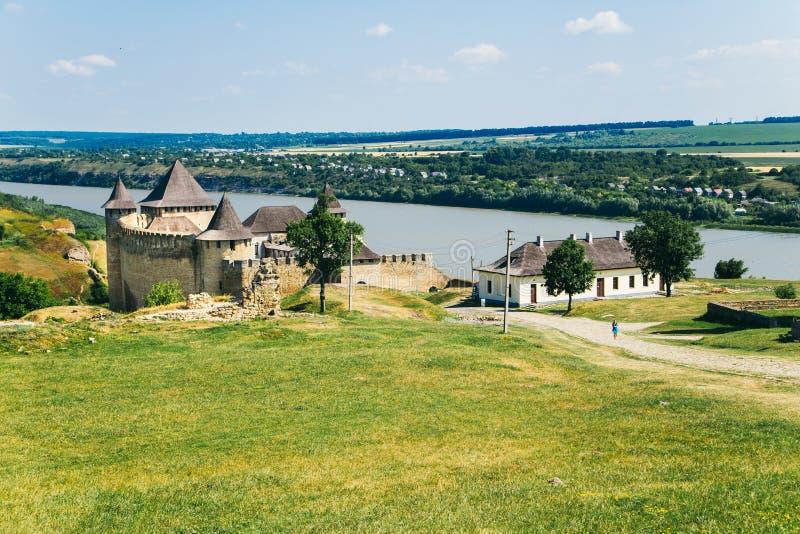 Fortaleza medieval na cidade Ucrânia ocidental de Khotyn imagem de stock
