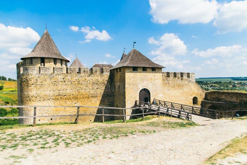 Fortaleza medieval na cidade Ucrânia ocidental de Khotyn imagem de stock royalty free