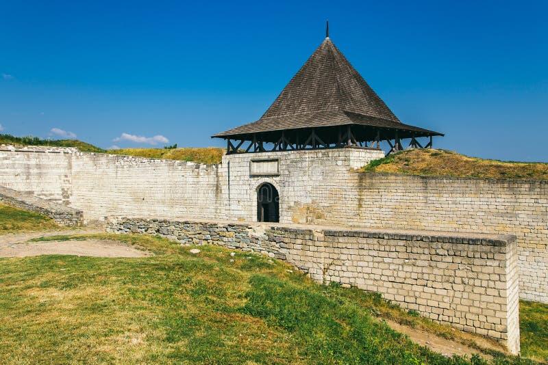 Fortaleza medieval na cidade Ucrânia ocidental de Khotyn fotografia de stock