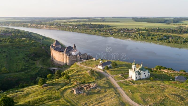 Fortaleza medieval na cidade Ucrânia ocidental de Khotyn imagens de stock royalty free