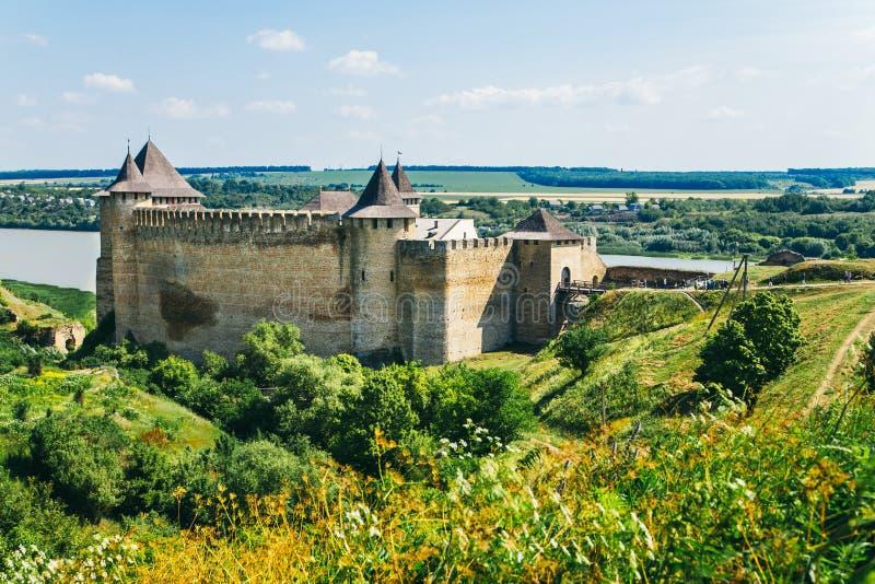 Fortaleza medieval na cidade Ucrânia ocidental de Khotyn O castelo é imagem de stock royalty free