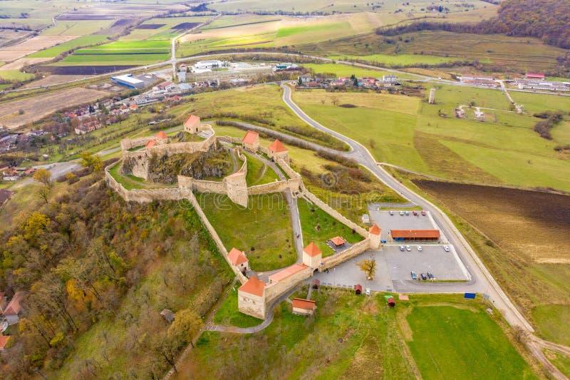 Fortaleza medieval saxona famosa Rupea na Transilvânia, entre o Br fotografia de stock
