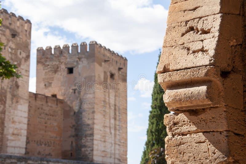 Fortaleza mora hermosa de Alhambra en Granada, Andaluc?a fotos de archivo