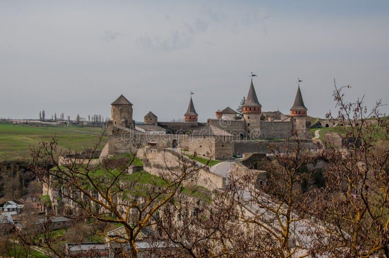 Fortaleza na cidade da região de Kamyanets-Podilsky Khmelnytsky de Ucrânia imagens de stock