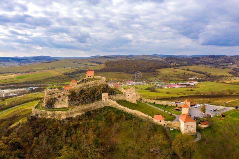 Fortaleza Rupea na Transilvânia Camponês saxão betw murado do castelo imagem de stock