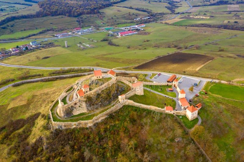 Fortaleza Rupea na Transilvânia Camponês saxão betw murado do castelo foto de stock