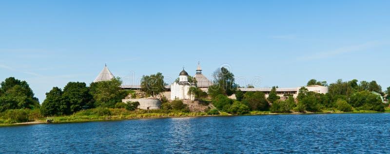 Fortaleza velha em Staraya Ladoga imagem de stock royalty free