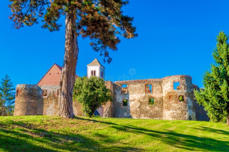 Fortaleza vieja, atracción turística cerca de Pozega Croacia décimo quinto a la región del siglo XVI de Eslavonia imagen de archivo libre de regalías