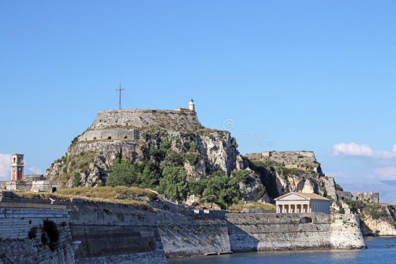 Fortaleza vieja con la torre de reloj y el faro Corfú fotografía de archivo libre de regalías