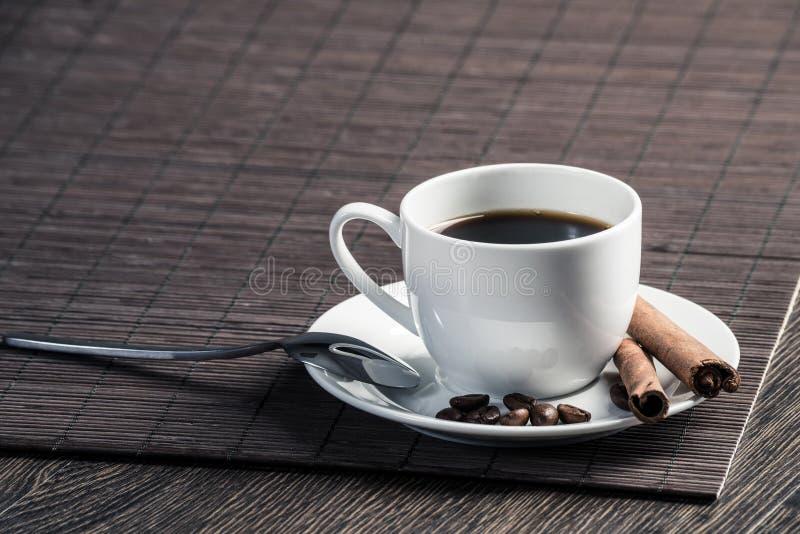 Forte caff? naturale con la spezia fotografia stock