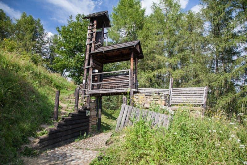 Forte celta do monte em Havranok - Eslováquia fotografia de stock royalty free