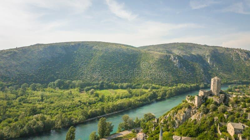 Forte com as montanhas em Bósnia - Herzegovina foto de stock royalty free