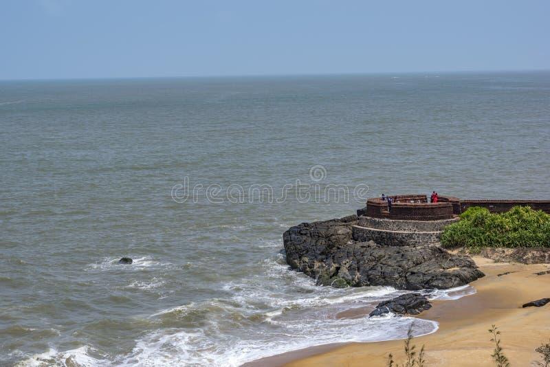 Forte de Bekal - de vista completa - ondas da calma imagens de stock royalty free