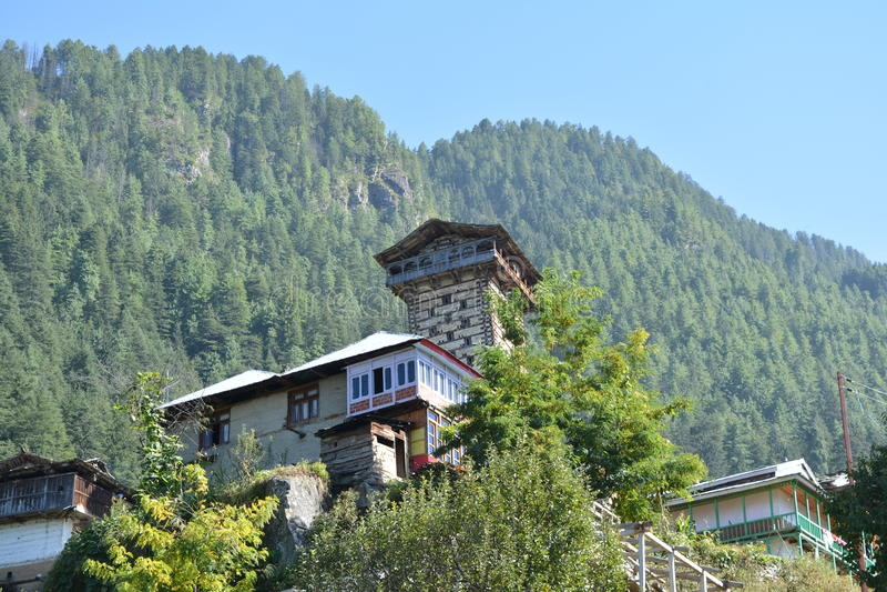 Forte de Khaini no vale de Banjar, Himachal Pradesh fotos de stock
