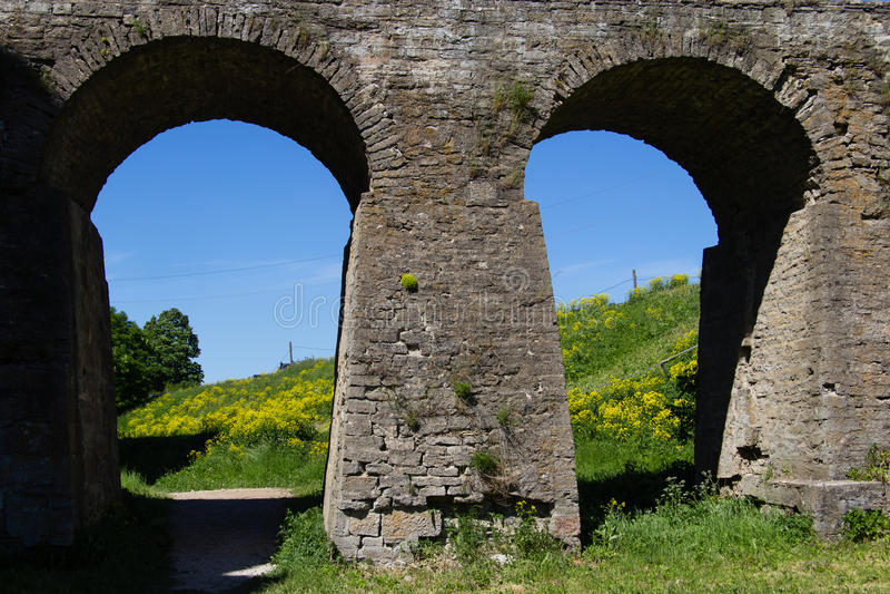 Forte de pedra histórico Koporye da fortaleza foto de stock royalty free