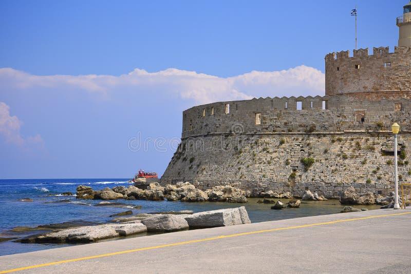 Forte de St Nikolas no porto de Mandraki na ilha do Rodes foto de stock