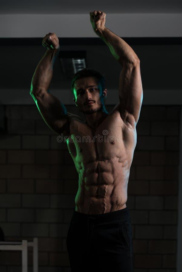 Forte ereto no Gym fotografia de stock royalty free