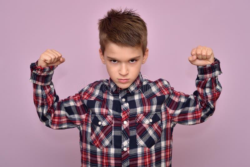 Forte giovane ragazzo fotografia stock libera da diritti