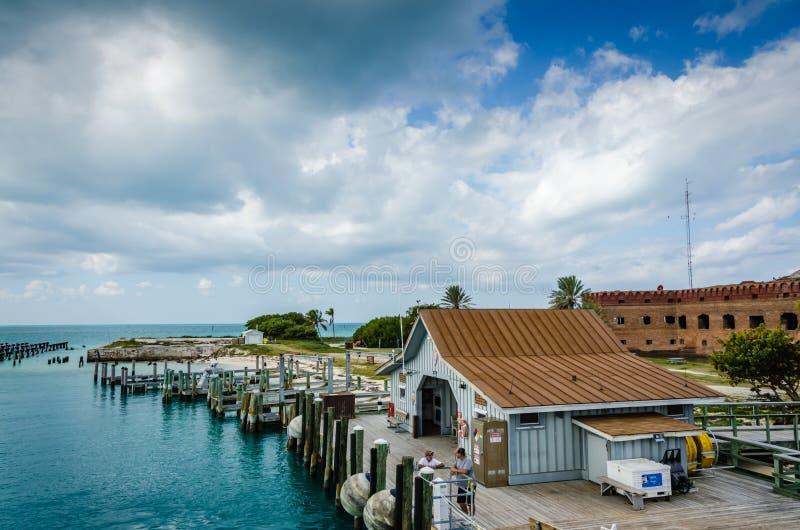 Forte Jefferson Boat Pier - Tortugas seco, Florida fotos de stock