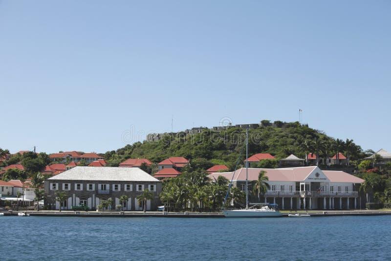 Forte Oscar, Hotel de Ville e casa da parede em Gustavia, St Barts fotos de stock