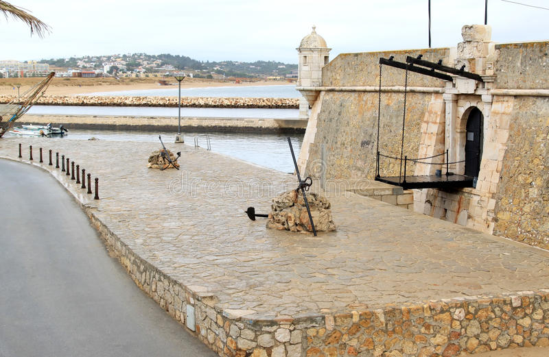 Forte Ponta a Dinamarca Bandeira em Lagos, o Algarve, Portugal fotos de stock