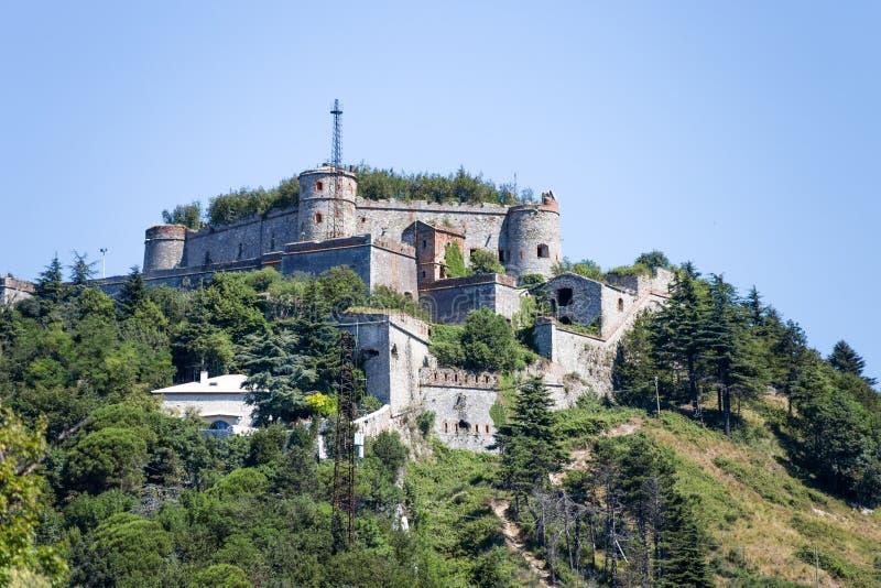 Forte Sperone Sperone fort budujący blisko warownego ` ścian Nowego ` bronić miasto, budującego na górze góry, genua Genova fotografia stock