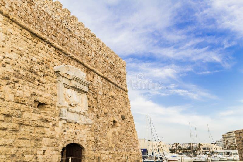 Forte venetian de Koules no porto velho da cidade de heraklion em um dia de verão imagem de stock royalty free