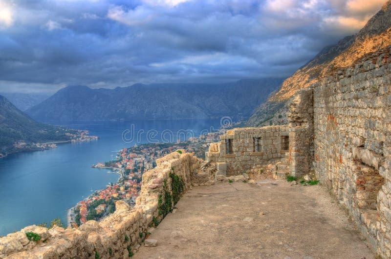 Fortecy St John, lokated nad Kotor miasteczko i Kotor zatoka, Adriatycki morze, Montenegro zdjęcia royalty free