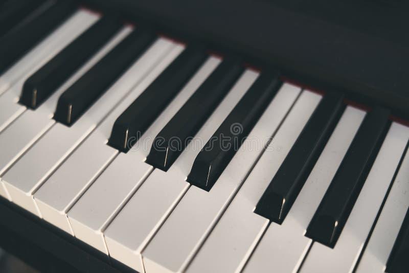 Fortepianowa klawiatura zamknięta w górę fotografii obraz stock