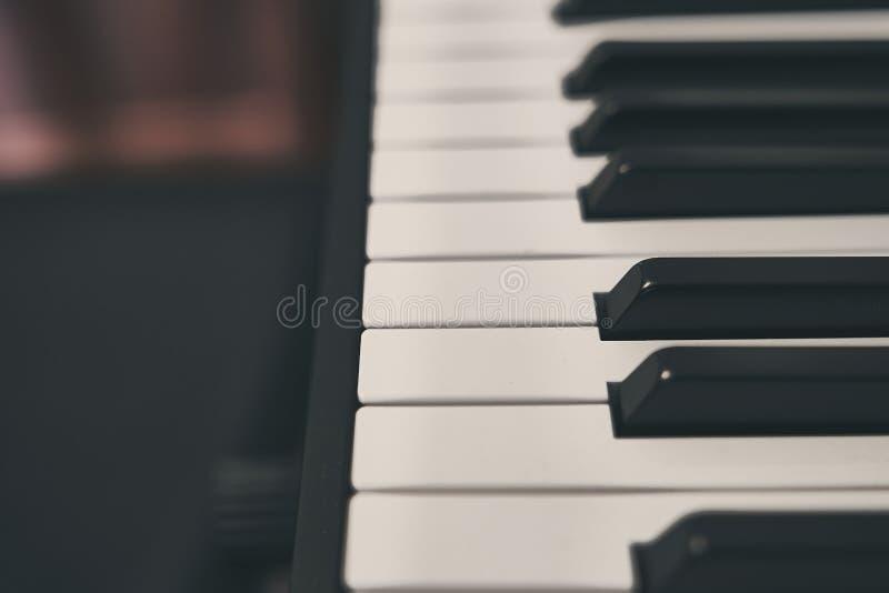 Fortepianowa klawiatura zamknięta w górę szczegółu zdjęcia stock